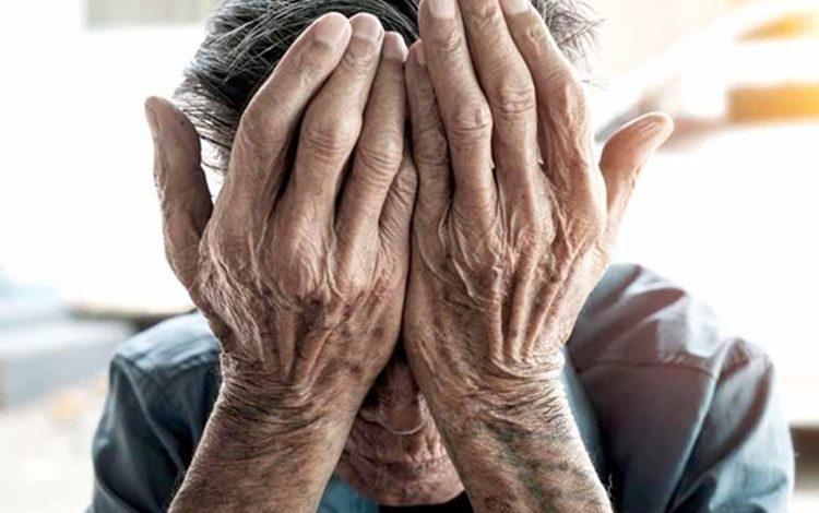 COVARDIA: Idoso de 80 anos é espancado pelo filho que chegou em casa bêbado