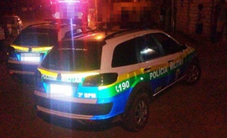 VIOLÊNCIA: Ataque a tiros deixa jovem morto e outros três feridos