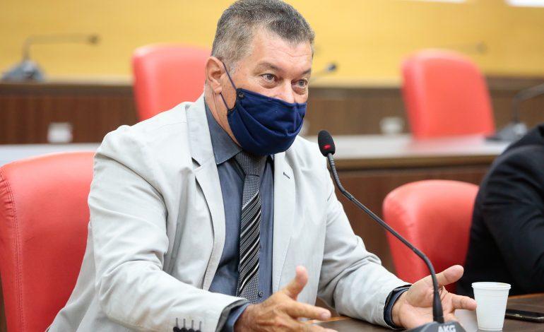 EM BURITIS: Edson Martins garante recurso para iluminação de campo de futebol