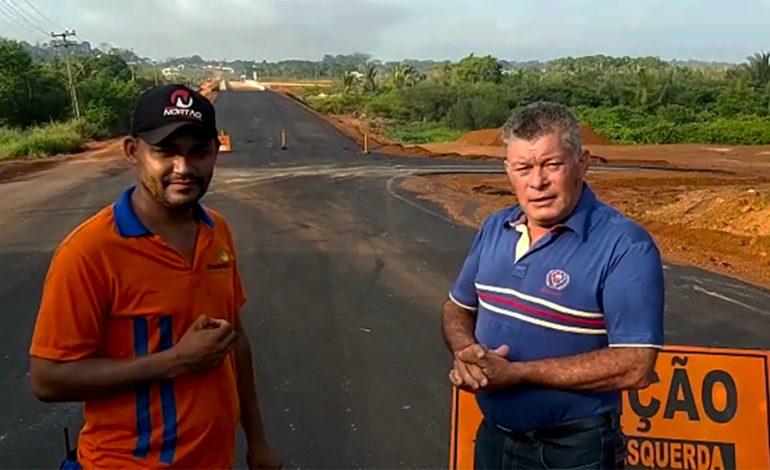 Deputado Edson Martins visita obras na ponte sobre o Rio Urupá