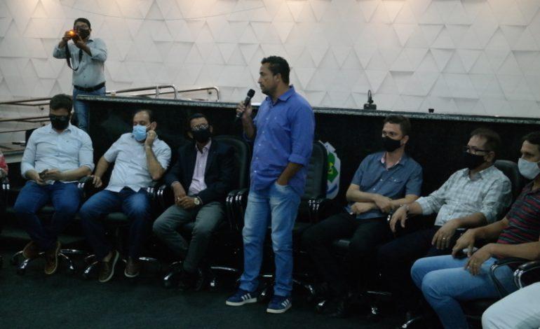 Prefeito eleito Isaú Fonseca se reúne com novos vereadores e com a imprensa
