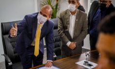 Alan Queiroz toma posse na Assembleia Legislativa, no lugar de Adailton Fúria