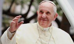 O papa Francisco se vacinará – enquanto alguns bispos brindam com os extremistas que inventam boatos
