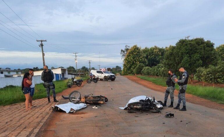 Dois jovens de 21 anos morrem e outros três se ferem em colisão de motos