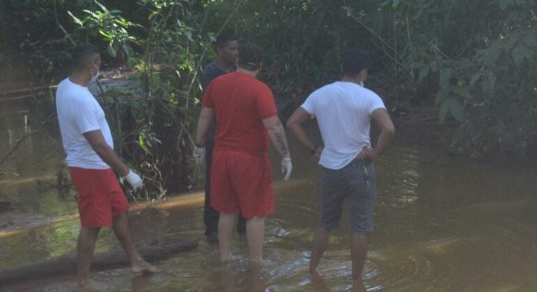 TRAGÉDIA: Idoso morre afogado e mulher sem saber nadar pula em rio