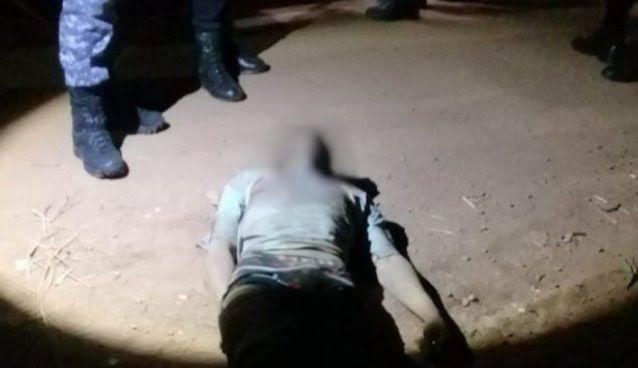 SEM DÓ: Vítima reage roubo e assaltante leva surra de populares na frente de escola