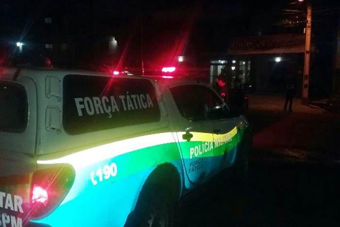 Membros de facção sequestram e espancam garotas em matagal