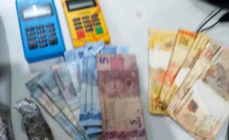 PM prende dois e fecha tráfico da luz vermelha que vendia no cartão de crédito