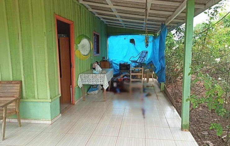 SANGUE FRIO: Filha mata pai com facada no pescoço e depois liga para a polícia
