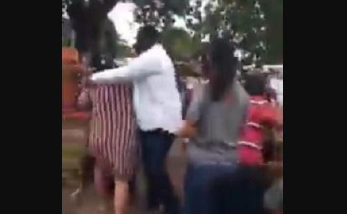Familiares se desentendem em enterro e promovem pancadaria em cemitério; Veja vídeo!