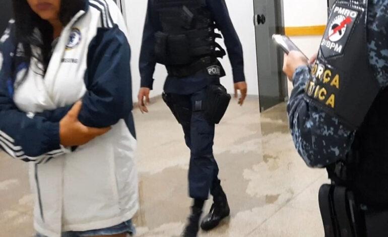 Mulher é presa suspeita de estar comercializando drogas em residência