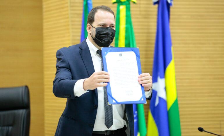 Alex Redano é empossado presidente da Assembleia Legislativa junto com nova mesa diretora