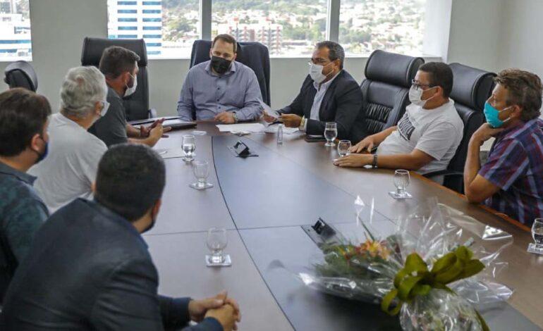 Presidente Alex Redano se reúne com empresários do transporte escolar, que enfrentam dificuldades
