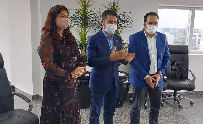 Deputada Cassia Muleta, Alex Redano e senador Marcos Rogério discutem desafios para a compra de vacinas