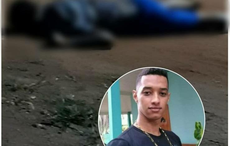 Rapaz que agrediu a sogra é executado a tiros pelo sogro; assassino teria chutado cabeça da vítima após matá-la