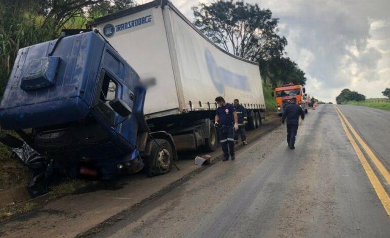 Mãe e filho morrem após serem arremessados e atropelados por caminhão; marido e pai das vítimas era o motorista