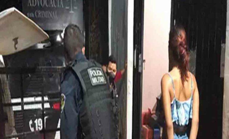 Travesti é preso após tentar matar homem em bar