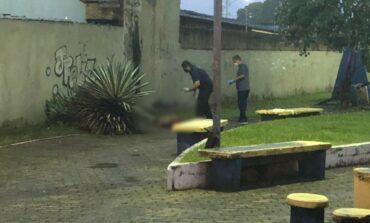 Suspeito de matar homem a facadas e pedradas é capturado pela família da vítima ao passar perto de velório, em RO