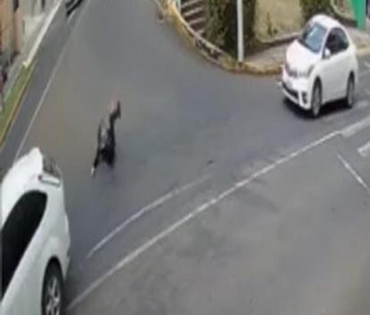 Mulher pula de carro de motorista de App em movimento para não ser estuprada