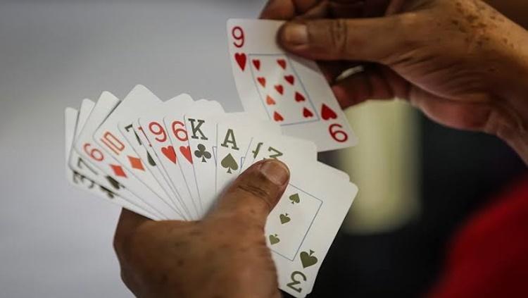ENTRE AMIGOS: Jogo de baralho acaba em tentativa de homicídio a golpes de facão
