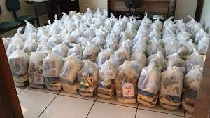 Entidade doa cestas básicas aos catadores de Ji-Paraná