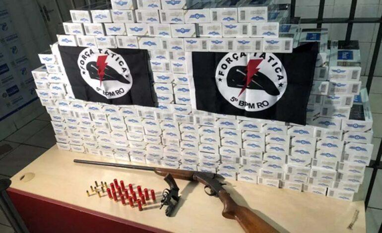 Polícia prende comerciante com duas armas e 228 maços de cigarro