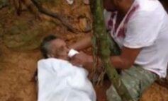 Vídeo: Idosa cai em buraco, fica 8 dias sem comer e bebendo água da chuva; resgate leva todos às lágrimas