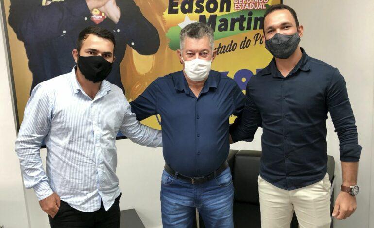 Deputado Edson Martins recebe demandas de Monte Negro