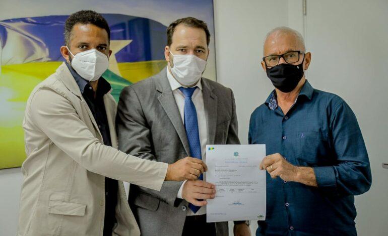 São Francisco do Guaporé terá R$ 200 mil para compra de tubos corrugados, através de emenda de Alex Redano