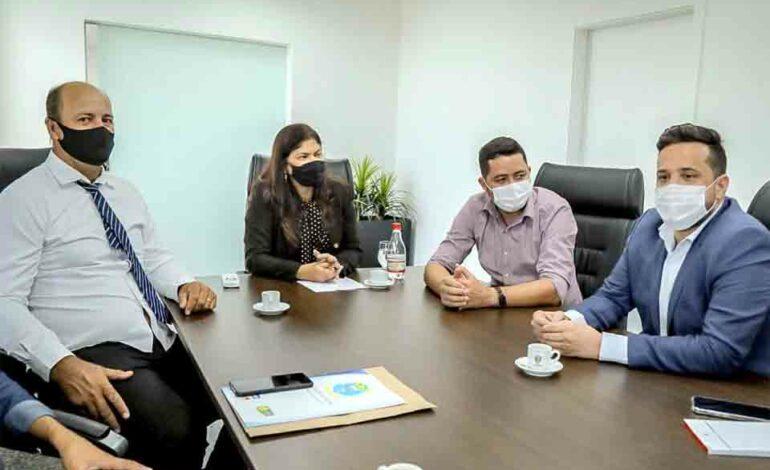 Chefe de gabinete da presidência e deputada Cassia recebe vereadores de Santa Luzia