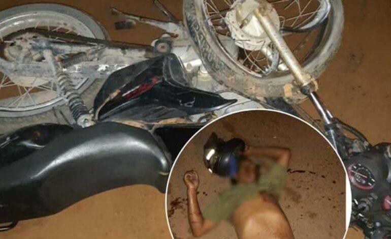 Caminhonete e moto batem de frente e um dos condutores fica em estado grave