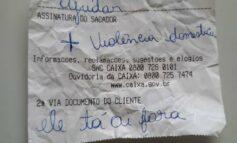 Vítima de violência doméstica escreve bilhete com pedido socorro em agência bancária: 'Ele tá aí fora'