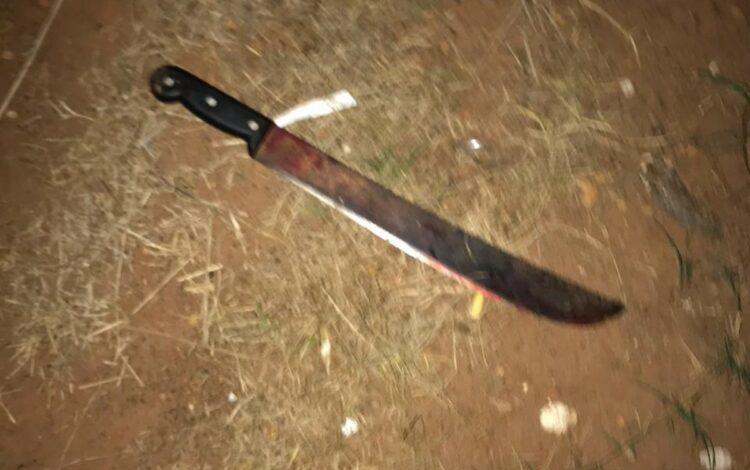Rapaz é surpreendido a golpe de facão no pescoço e acusado foge