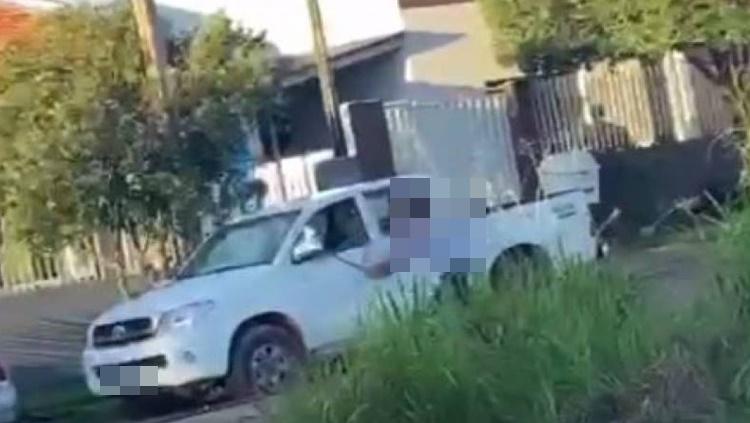 Vídeo: Marido traído destrói carro imaginando que fosse do amante da mulher