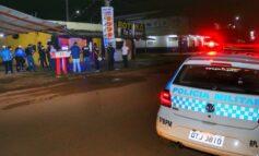 Equipe flagra bar vendendo bebidas alcoólicas em horário proibido e clientes sem máscara