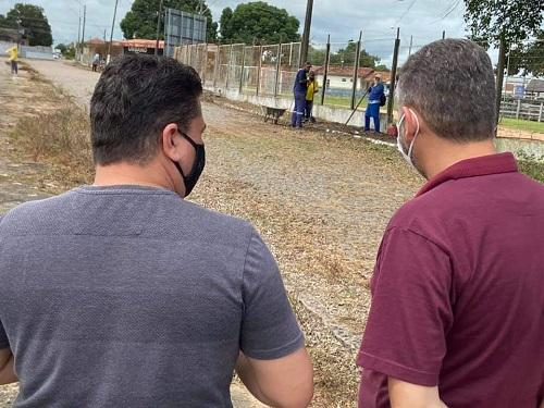 Drive-Thru: Vereadores Marcelo Lemos e Edinho Fidelis fiscalizam trabalhos no Parque de Exposições