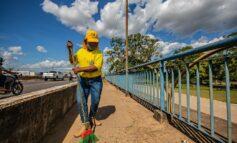 Ji-Paraná realiza varrição de ruas e limpeza nos bairros