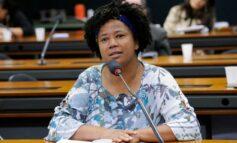Sílvia Cristina se manifesta contra veto do presidente em projeto de quimio oral