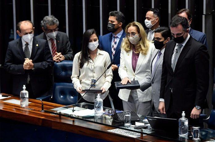 A empresária e professora Maria Eliza de Aguiar e Silva tomou posse no mandato de senadora, por conta do afastamento temporário do senador Confúcio Moura (MDB-RO), titular do cargo